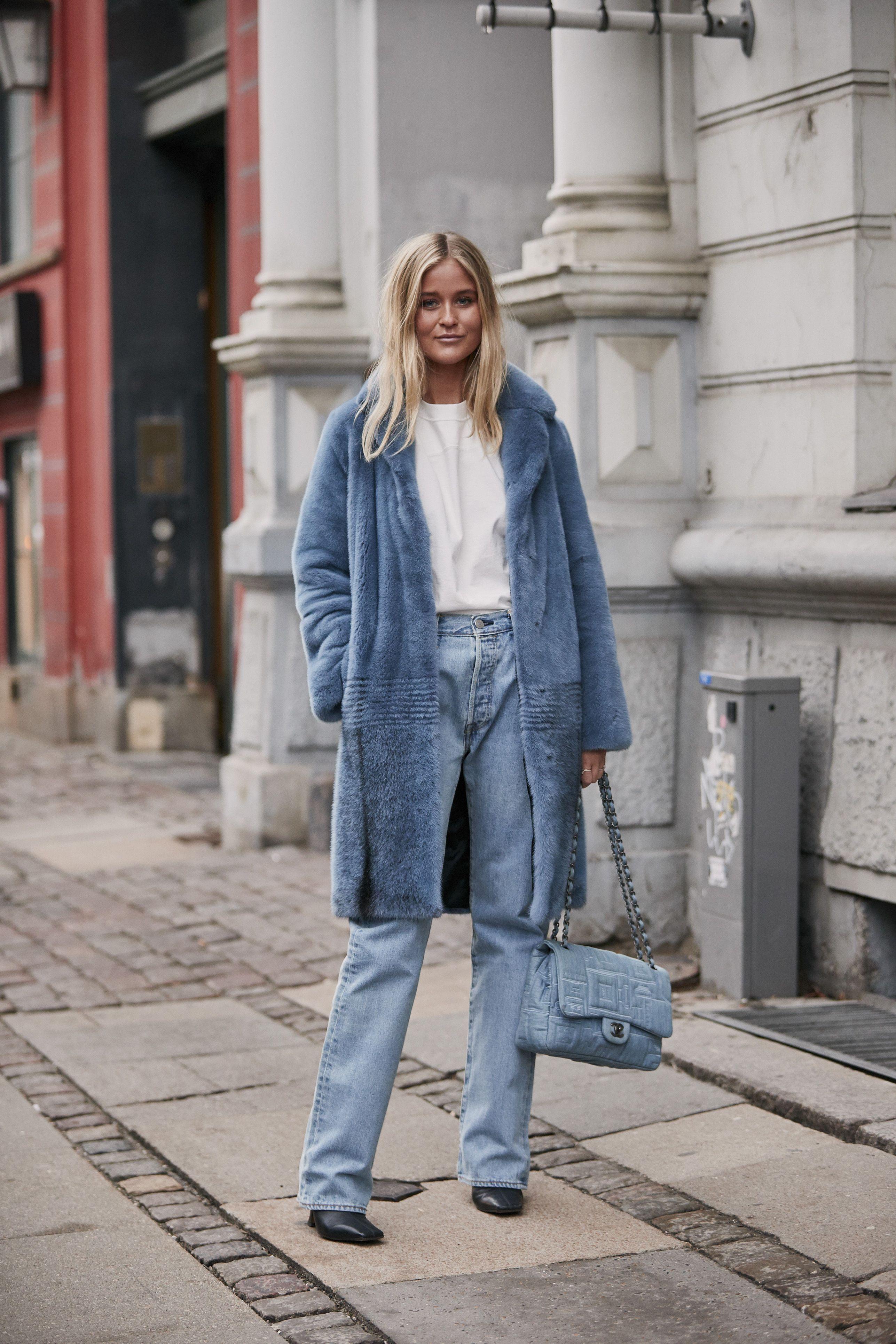 come abbinare l'azzurro, come abbinare l'azzurro polvere, abbinamento colori vestiti, come abbinare i colori nell'abbigliamento, look con cappotto azzurro, look moda 2019, look moda primavera estate 2019, colori moda 2019, colori moda primavera estate 2019