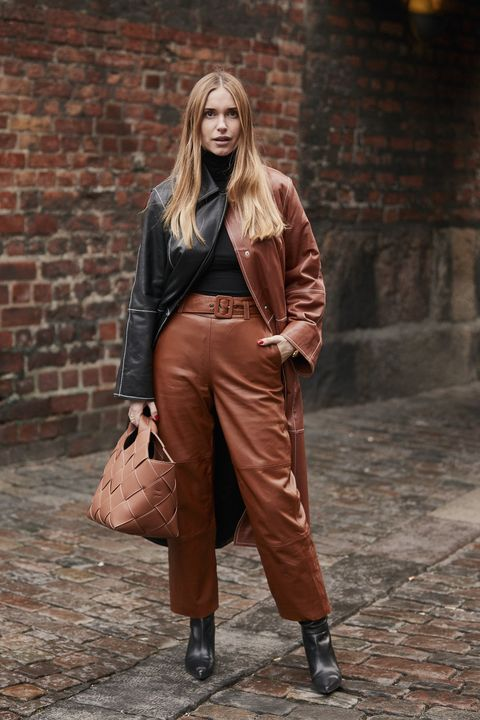 Copenhagen Fashion Week street style, street style Copenhagen, moda copenhagen, street style copenhagen, colori moda 2019, come abbinare il marrone, come indossare il beige, look moda nordica, moda primavera estate 2019