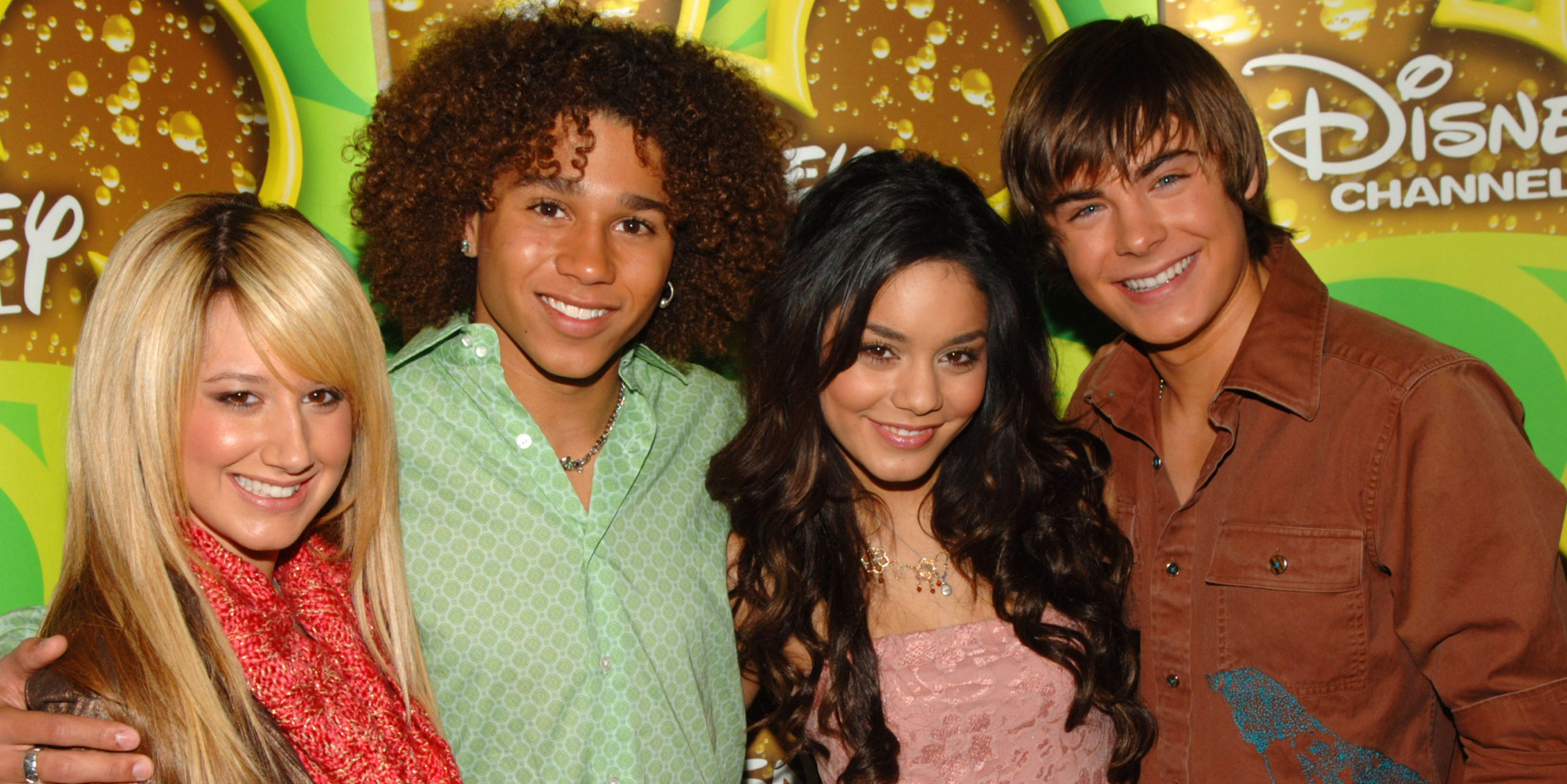 """The Whole """"High School Musical"""" Cast Including Zac Efron Will Be Reuniting For a Singalong Reunion"""