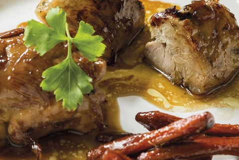 cordero asado con salsa de miel y zanahorias