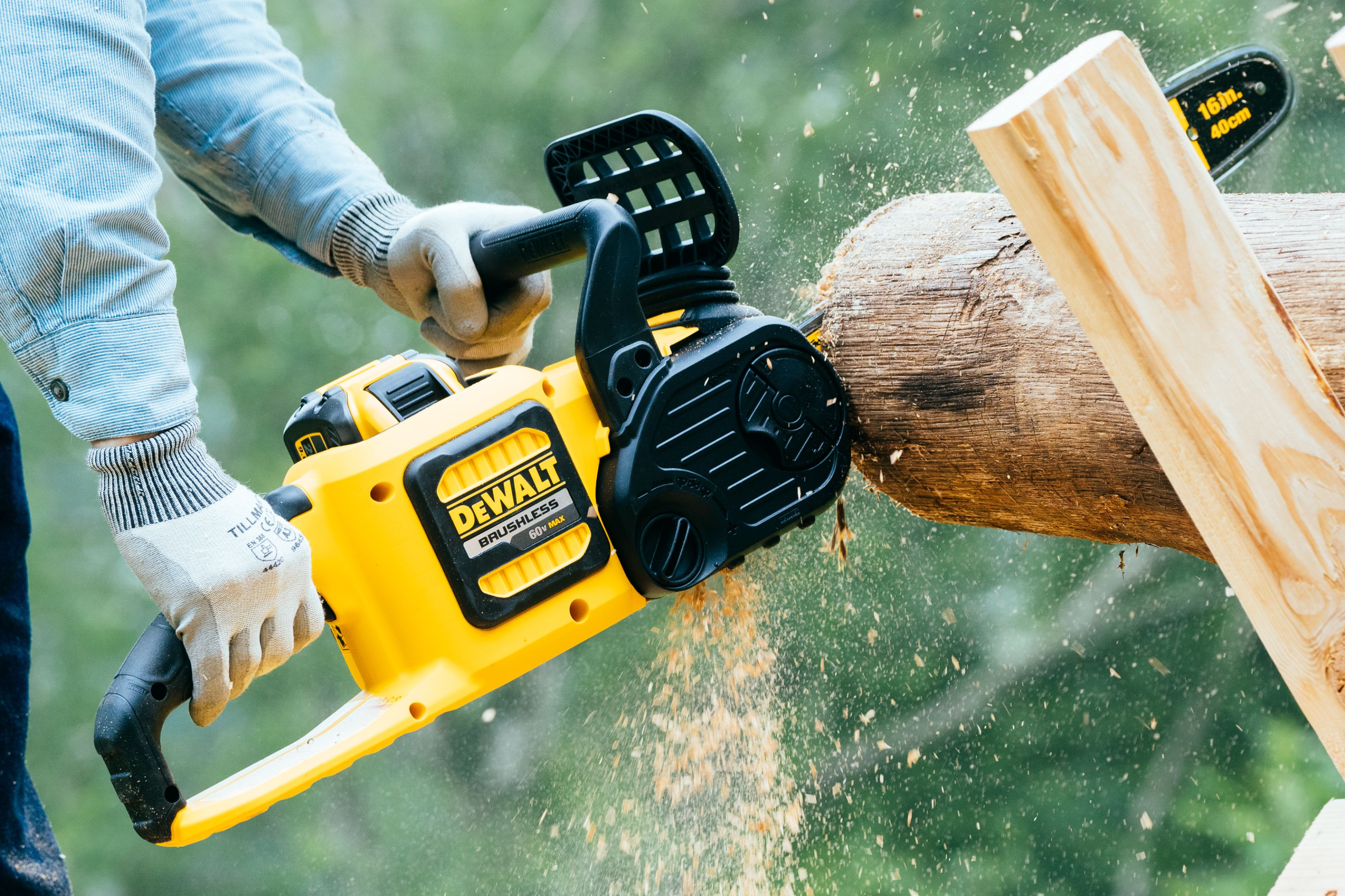 Best Electric Chainsaws 2020 | Battery-Powered Chainsaw Reviews