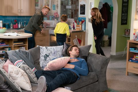 Ali Neeson makes a big mistake while babysitting Liam in Coronation Street