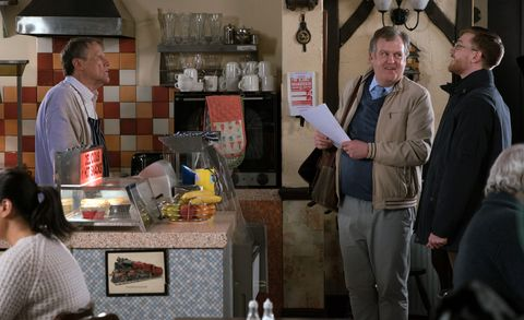 Brian Packham quizzes Roy Cropper in Coronation Street