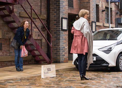 Kathy Matthews y Ellen Jones en Coronation Street