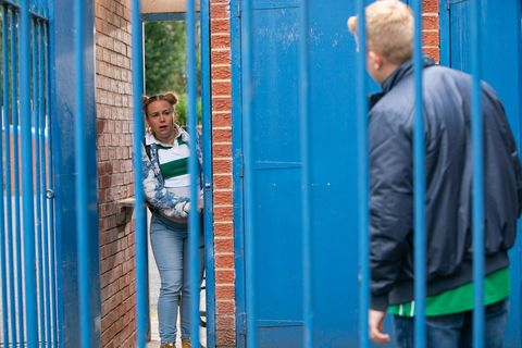 Gemma Winter gets trapped in a turnstile in Coronation Street