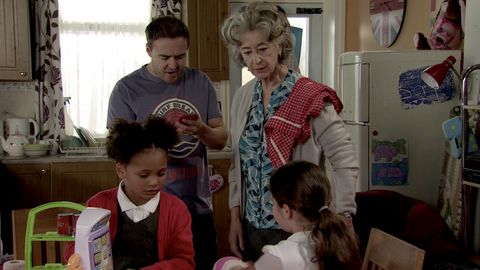 Tyrone Dobbs makes a discovery about Hope in Coronation Street