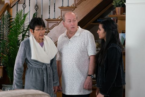 Yasmeen Nazir makes a concerning discovery in Coronation Street