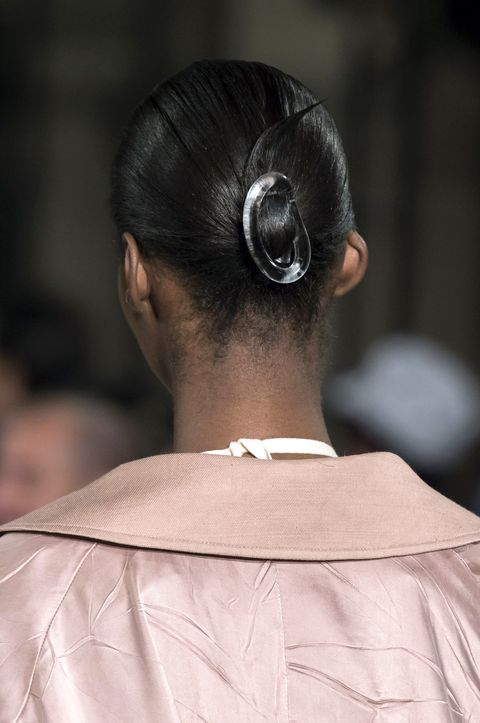 Hair, Hairstyle, Chignon, Fashion, Bun, Beauty, Neck, Ear, Shoulder, Black hair,