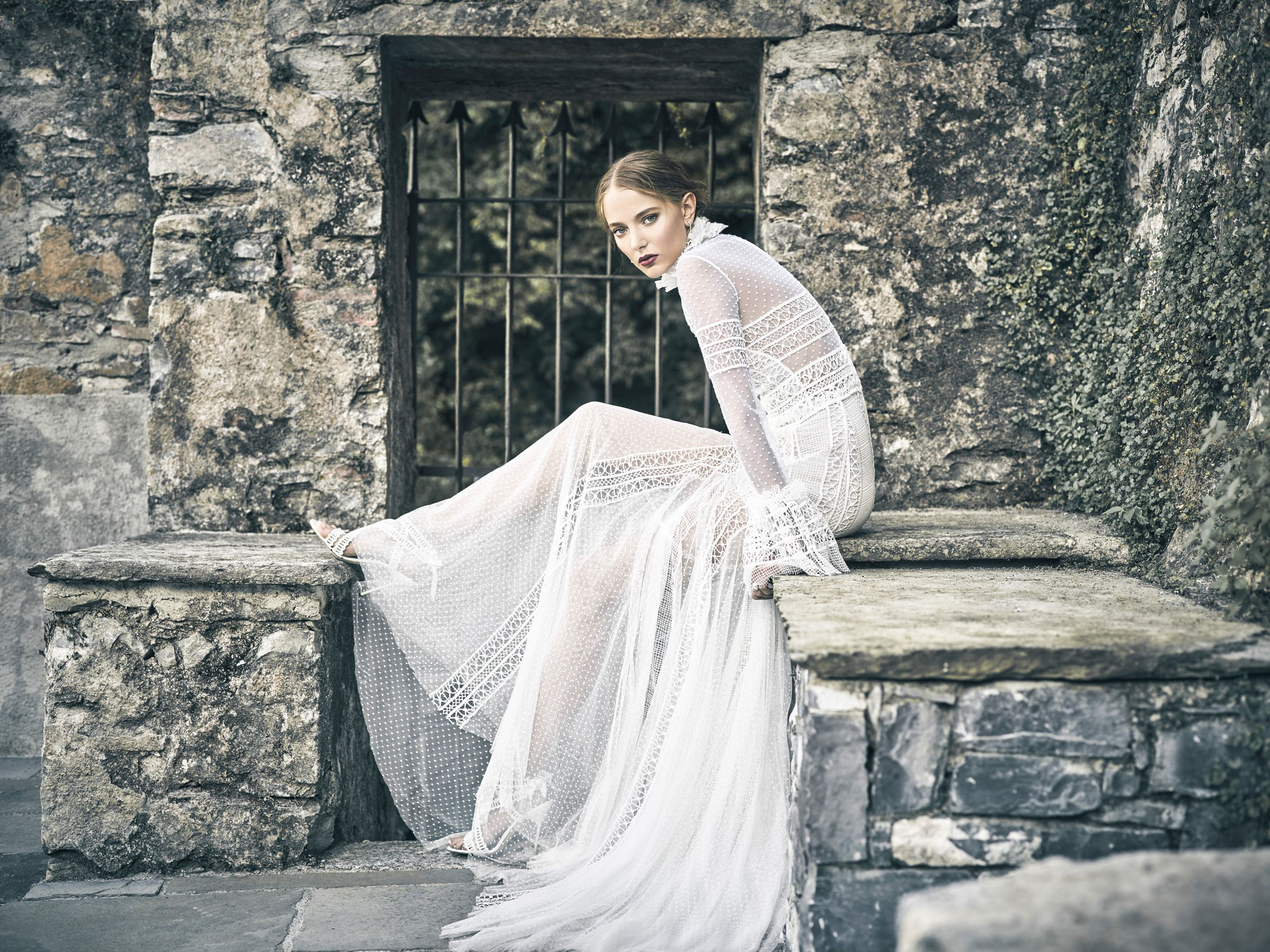 8574363d96f1a 70 Best Bohemian Wedding Dresses - Boho Wedding Dress Ideas for Hippie  Brides