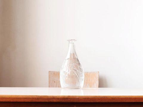 Wood, Serveware, Dishware, Wood stain, Hardwood, Artifact, Drinkware, Still life photography, Pottery, Vase,