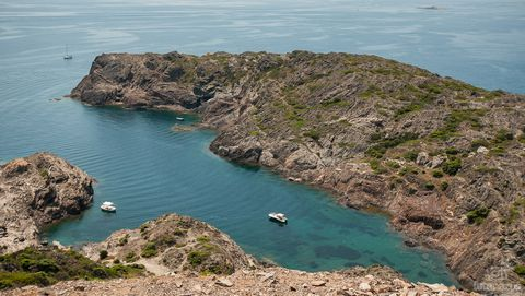 Body of water, Coast, Sea, Headland, Bight, Coastal and oceanic landforms, Promontory, Cape, Bay, Klippe,