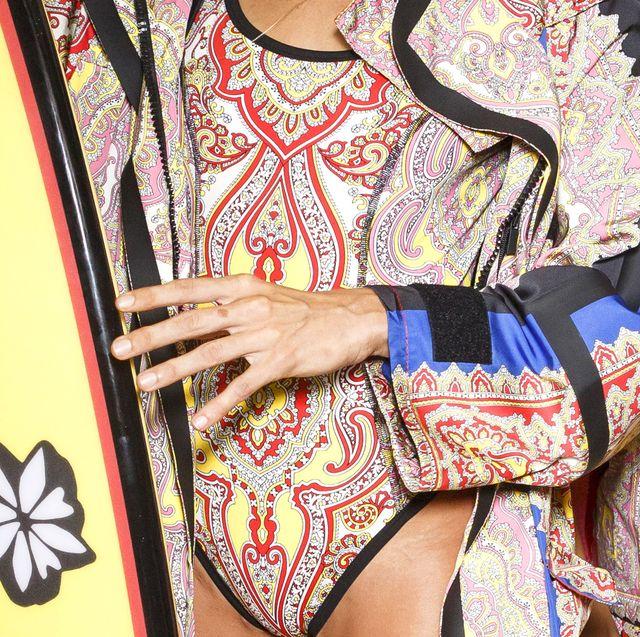Neck, Waist, Outerwear, Textile, Pattern, Visual arts, Pattern, Style, Fashion design, Motif,