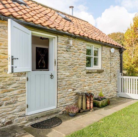 cottage breaks uk