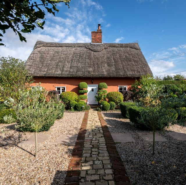 gorgeous thatched cottage for sale in essex