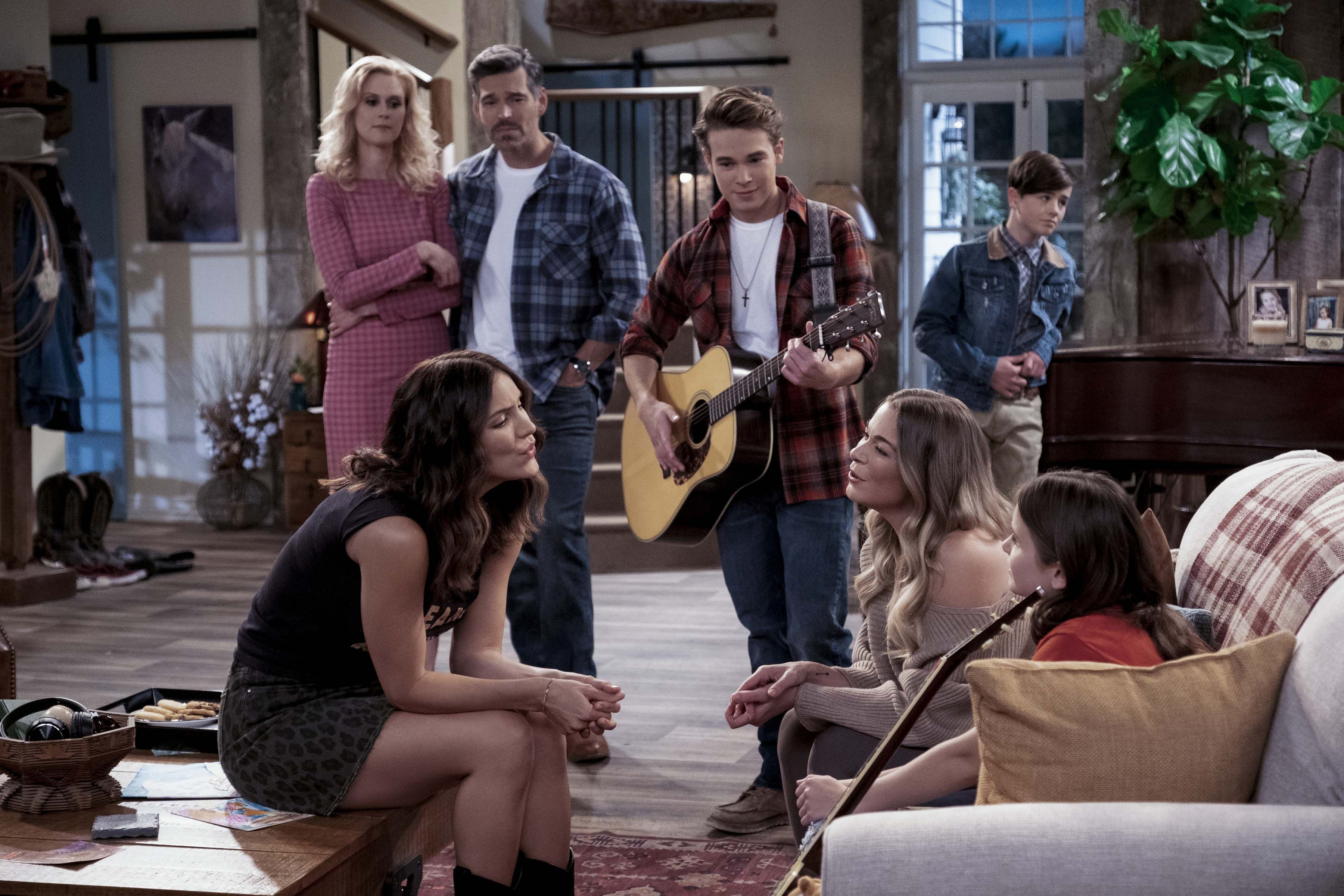 My family pies s2 e2 casrt Country Comfort Cast Who Are The Characters In Netflix S Country Comfort