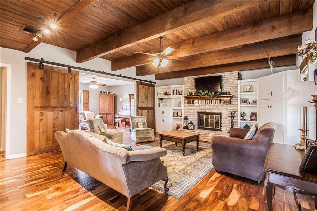 Country Farmhouse Fixer Upper Living Room