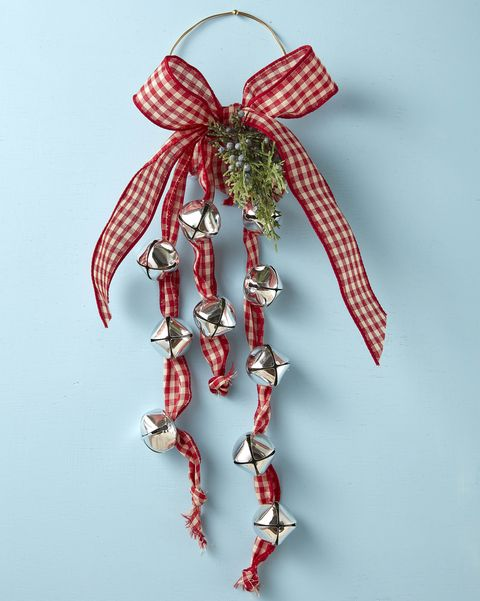 jingle bell swag made with ribbon