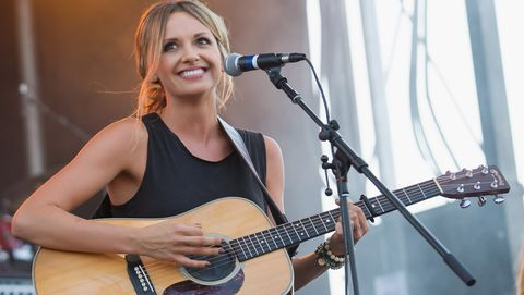 Carly Pearce at 100.7 The Wolf - Hometown Throwdown 2017