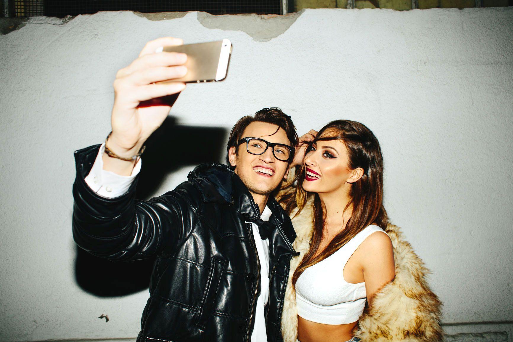 Dating a friends ex-girlfriend selfies