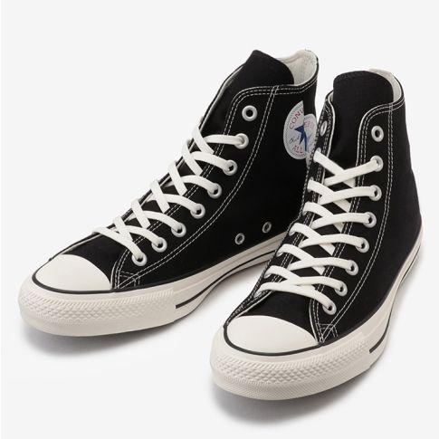 日本Converse 將經典黑白高筒帆布鞋進行小小改造,將Converse logo「錯位拼接」!小小的設計新意,讓經典帆布鞋多了一點反骨、俏皮的趣味!