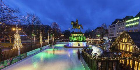 Landmark, Blue, Sky, Light, Water, Architecture, Night, Lighting, Town, Waterway,