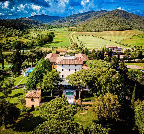 Mountain village, Natural landscape, Nature, Hill station, Mountainous landforms, Mountain, Green, Sky, Town, Village,