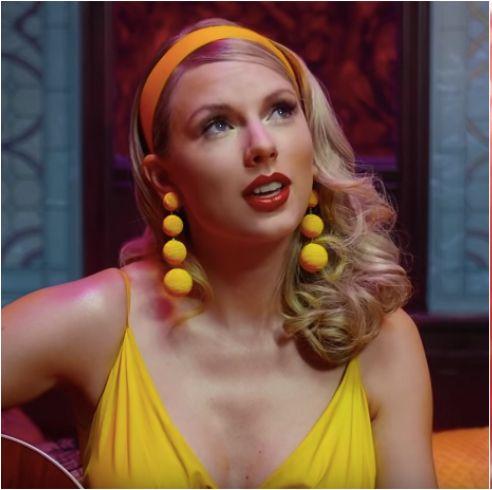 泰勒絲的新歌〈Lover〉字裡行間講述對另一半滿滿的愛意,不禁讓外界猜測送給男友喬艾爾文(Joe Alwyn)的情歌,裡頭更是藏了滿滿的彩蛋!