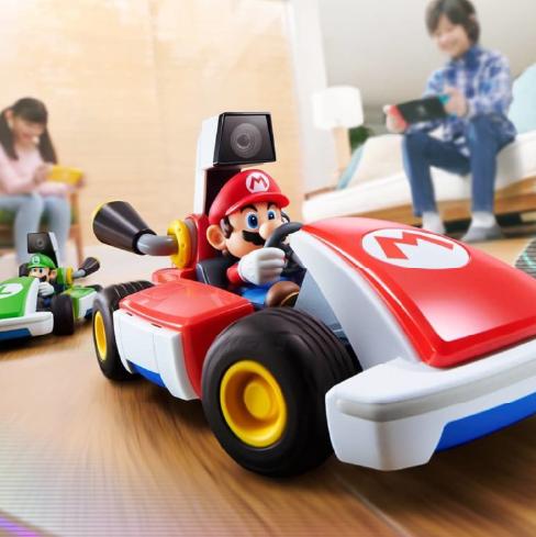 「超級瑪利歐兄弟」今年屆滿35週年,任天堂最新推出switch ar模式實體賽車遊戲《mario kart live home circuit》,透過switch就可以遙控實體卡丁車玩具,將居家空間化作賽車道!