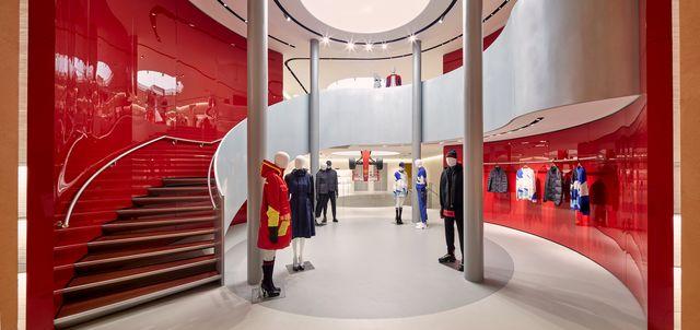 il nuovo negozio di abbigliamento ferrari a milano
