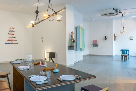 Room, Property, Building, Interior design, Ceiling, House, Floor, Furniture, Table, Dining room,