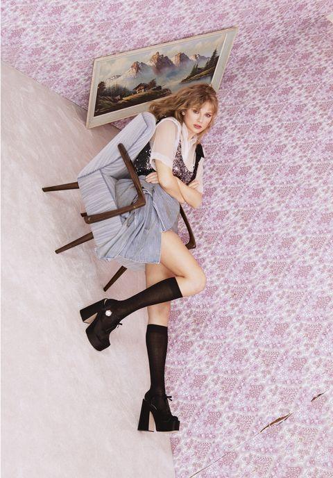 Taylor Swift menceritakan alasannya suka menulis lagu (dok. Elle)
