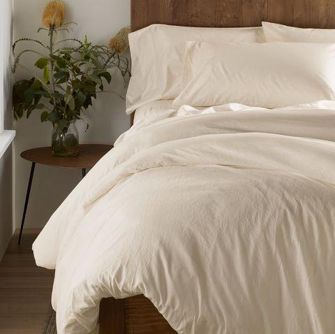 Bedding, Bed sheet, Duvet cover, Bed, Furniture, Textile, Bed frame, Duvet, Pillow, Linens,