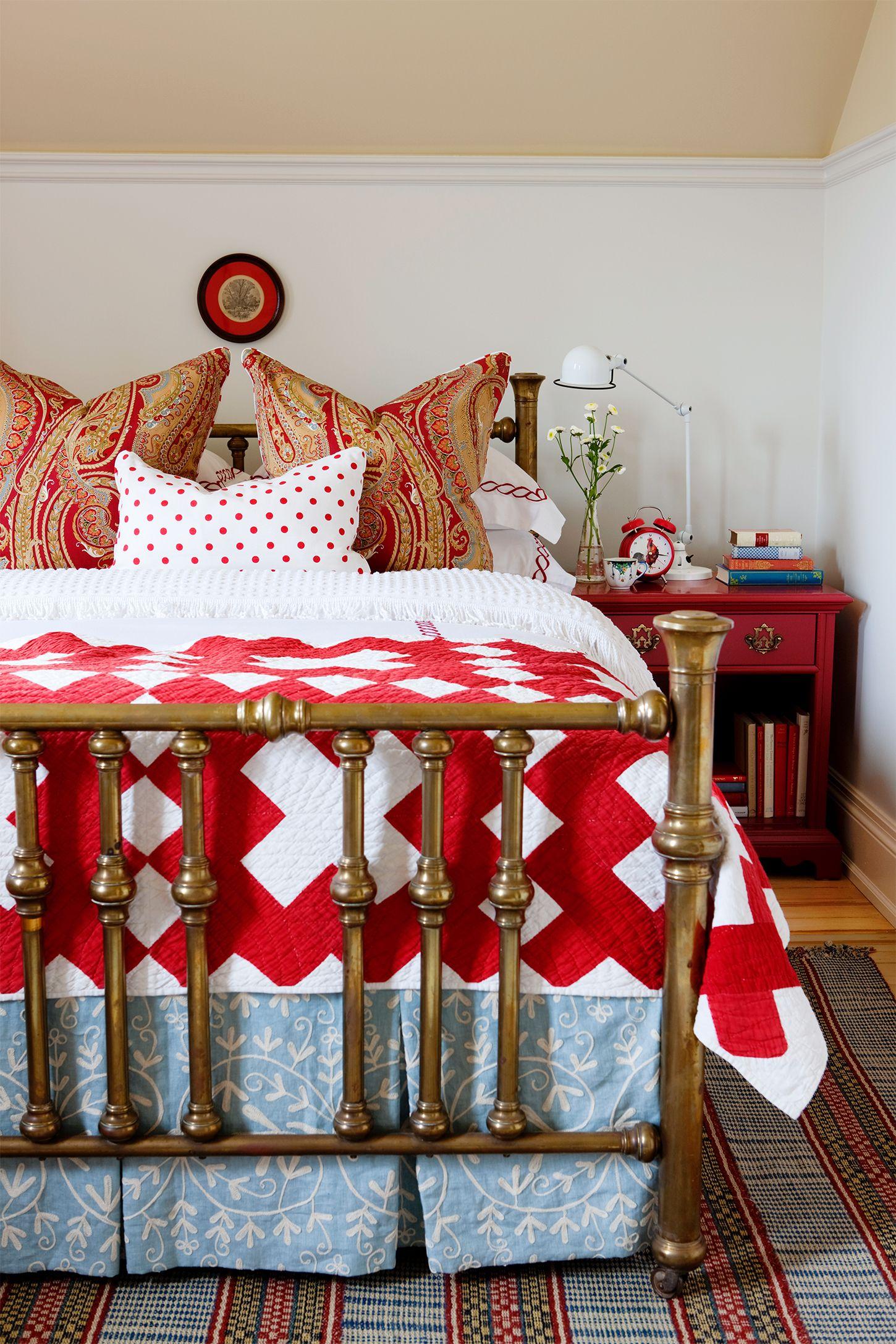 cozy bedroom ideas - red bedding