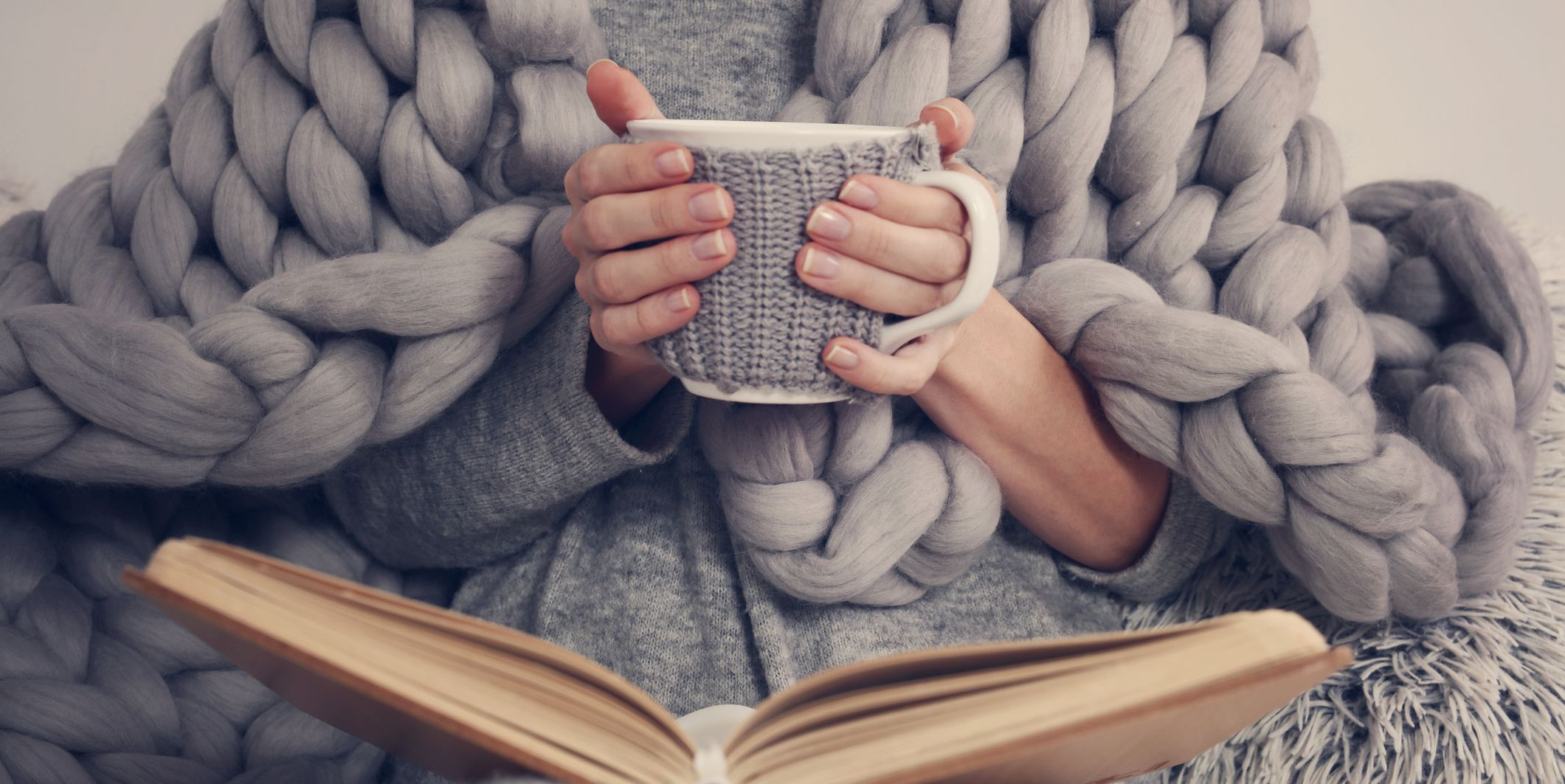 This Is the Easiest Tutorial for That Chunky Knit Blanket Everyone Loves