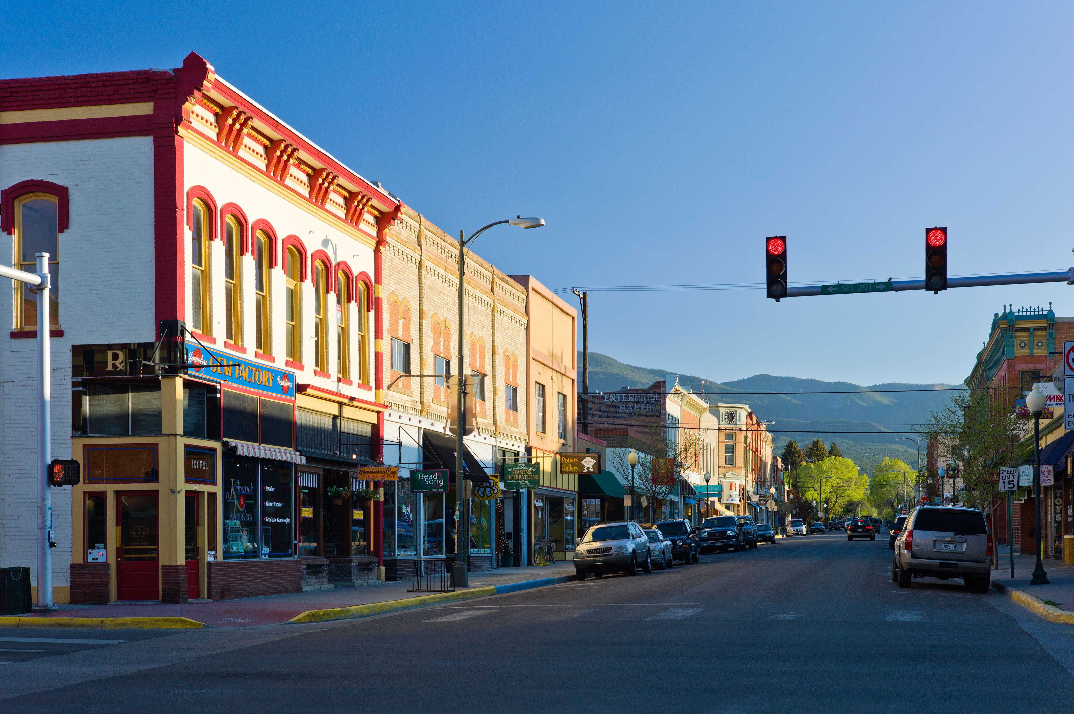 15 Best Small Towns in Colorado - Affordable Small Mountain