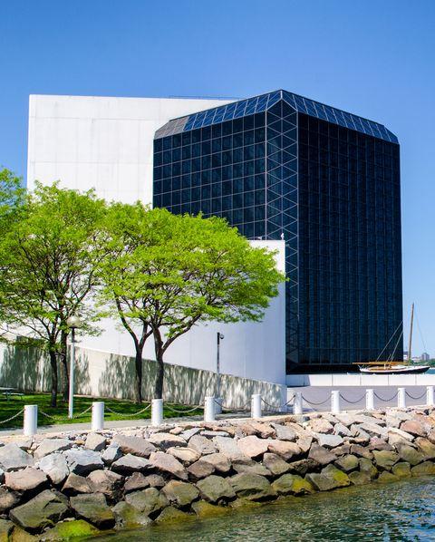 Architecture, Water, Metropolitan area, Tower block, Daytime, Landmark, City, Building, Skyscraper, Tree,