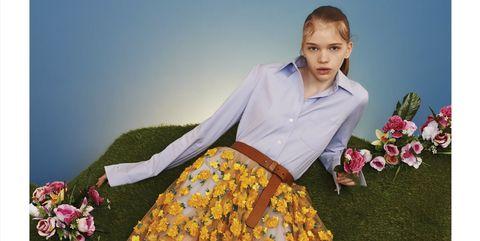 People in nature, Petal, Fashion, Foot, Sandal, Toe, Fashion design, Ankle, Bouquet, One-piece garment,