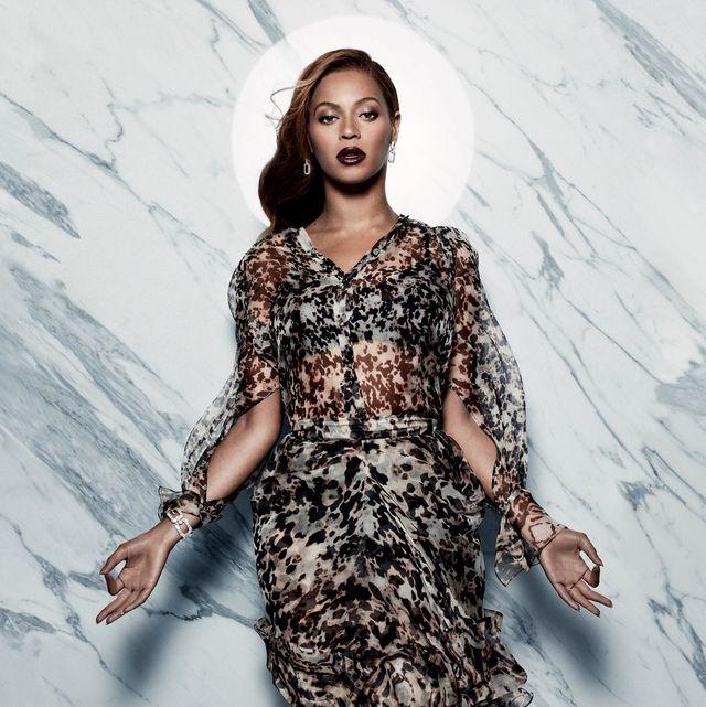 Fashion model, Clothing, Dress, Cocktail dress, Shoulder, Fashion, Day dress, Neck, Sleeve, Waist,