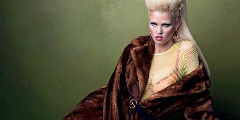 Hair, Beauty, Blond, Hairstyle, Fashion, Fur, Sitting, Model, Long hair, Lip,