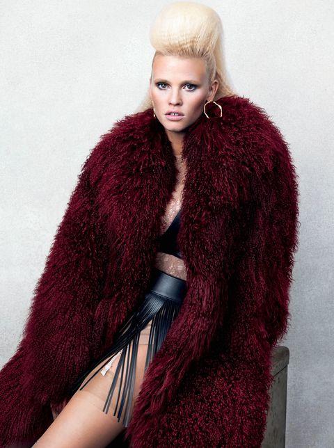 Fur, Clothing, Fur clothing, Fashion, Outerwear, Long hair, Fashion model, Textile, Model, Stole,