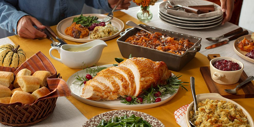 Cracker Barrel Gave A Peek At Its Thanksgiving Dinners And There's An Option For Every Size Celebration