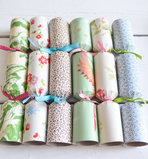Make Your Own Christmas Crackers Easy Christmas Crafts Ideas