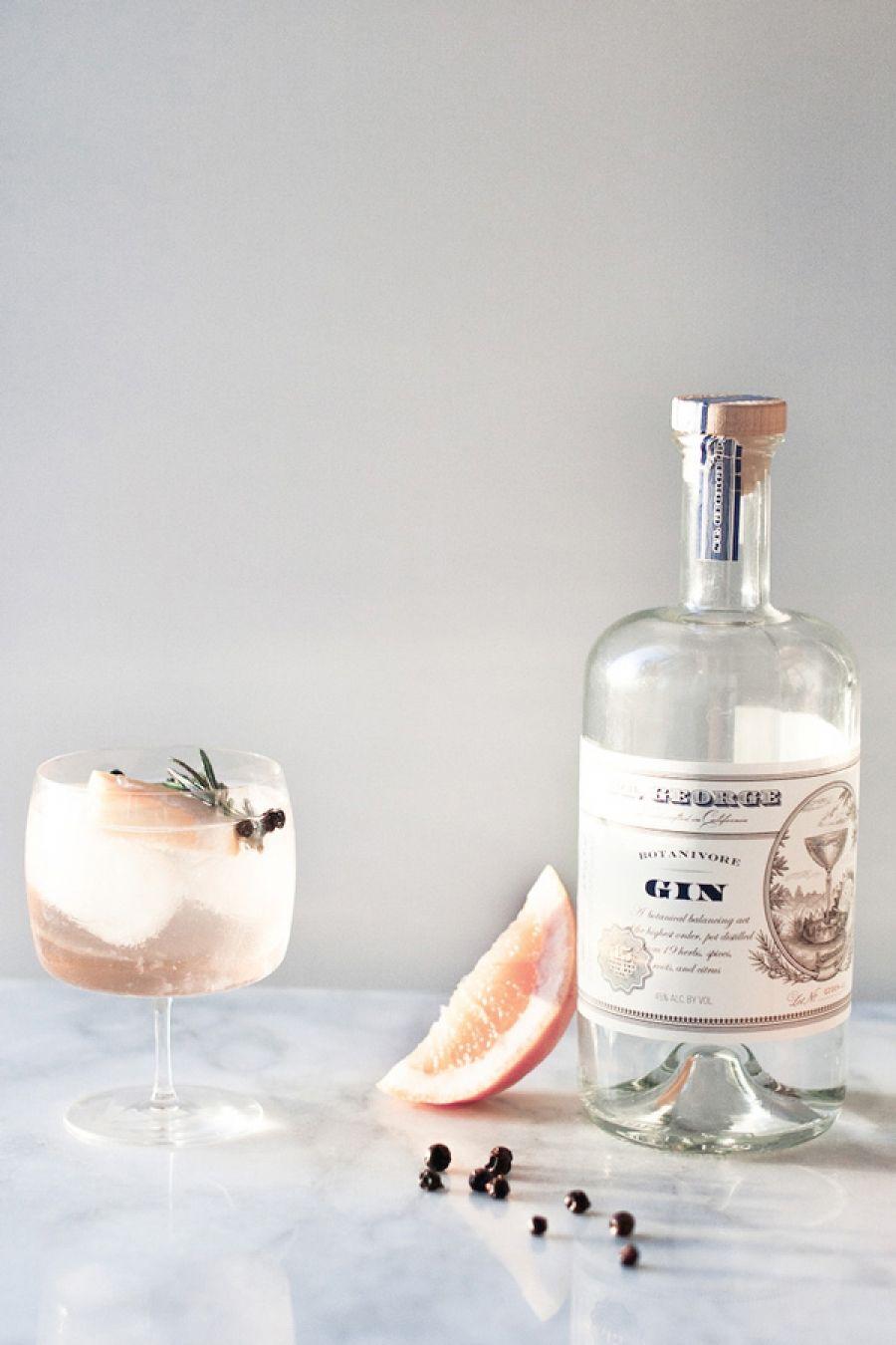 gin met vlierbloesem en jeneverbessen