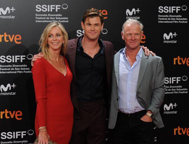chris hemsworth junto a su padre craig hemsworth y su madre leoni