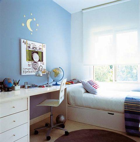 dormitorio infantil con zona de estudio