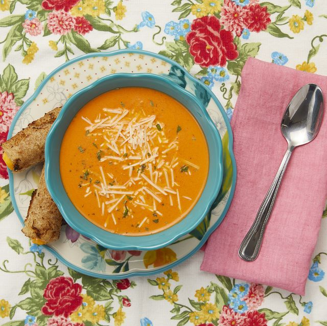 bowl of creamy roasted red pepper soup