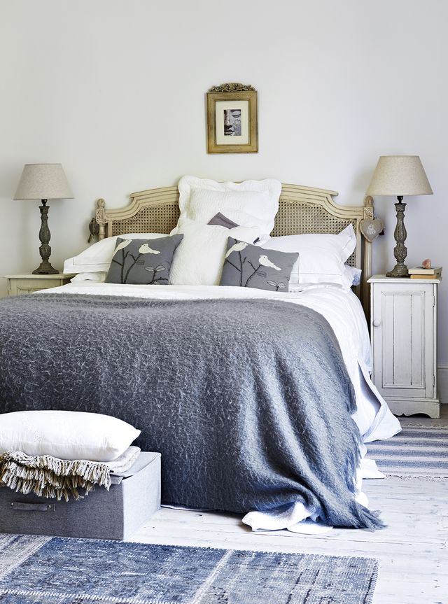 how to create a country bedroom