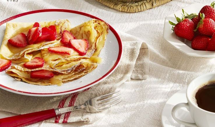 Crepes with Strawberries and Lemon Curd