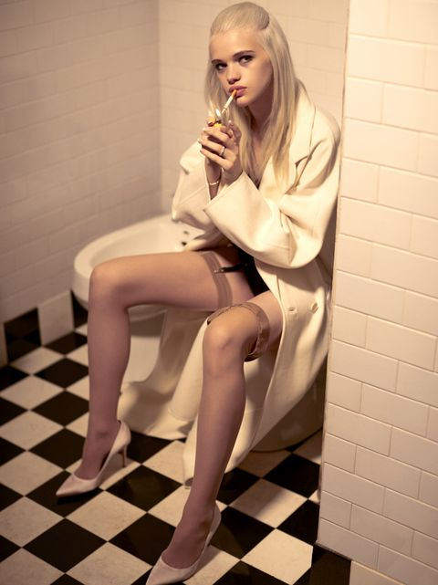 Hair, Clothing, Leg, Pink, Blond, Beauty, Skin, Sitting, Human leg, Hairstyle,