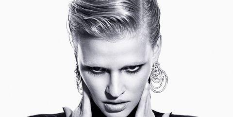 Ear, Lip, Hairstyle, Forehead, Eyebrow, Eyelash, Style, Jaw, Fashion, Neck,